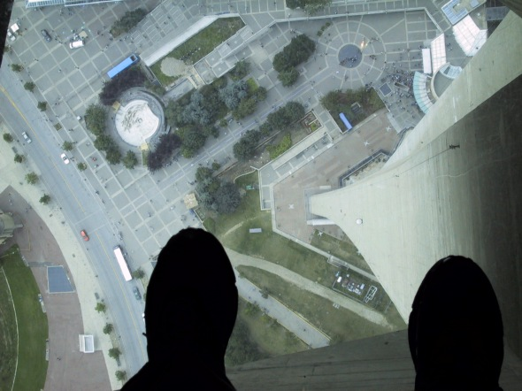 Glass_Floor_of_the_CN_Tower